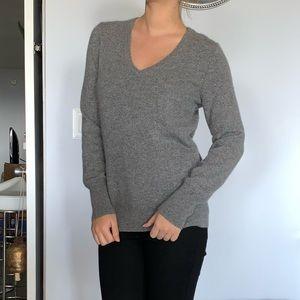 NWOT 100% cashmere V-neck sweater